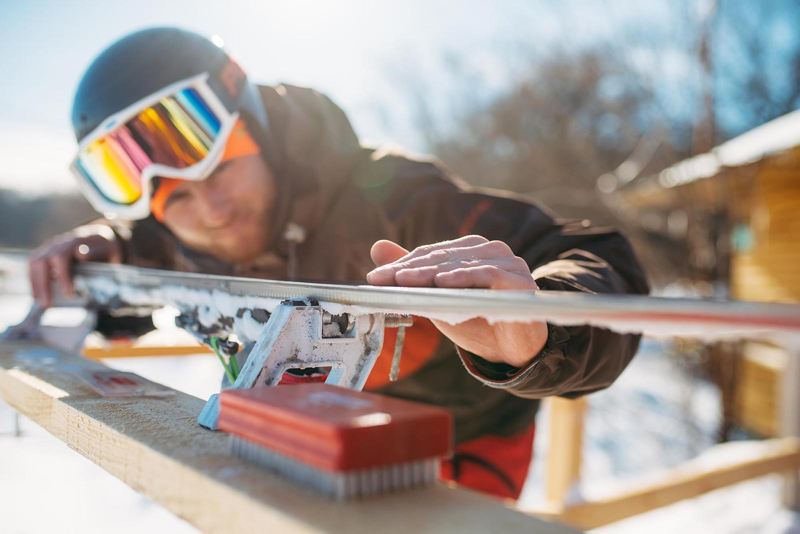 male skier checks skis before skiing winter sport PDBXVH6 - خانه اسکی